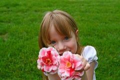 κορίτσι azalias αυτή Στοκ φωτογραφία με δικαίωμα ελεύθερης χρήσης