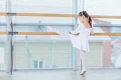 κορίτσι ballerina λίγα Λατρευτό κλασσικό μπαλέτο ι χορού παιδιών Στοκ Φωτογραφία