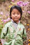 Κορίτσι Bhuranese στο ζωηρόχρωμο παραδοσιακό κοστούμι Στοκ Φωτογραφία