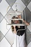κορίτσι birdcage Στοκ εικόνες με δικαίωμα ελεύθερης χρήσης