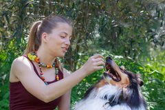 Κορίτσι Boho, έφηβος με τις χάντρες boho Στοκ Φωτογραφία