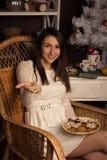 Κορίτσι Bouring σε γραπτό Στοκ εικόνα με δικαίωμα ελεύθερης χρήσης