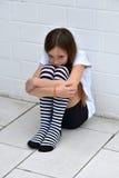 Κορίτσι Cowering στοκ φωτογραφία με δικαίωμα ελεύθερης χρήσης