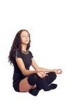Κορίτσι cross-legged στην περισυλλογή Στοκ φωτογραφία με δικαίωμα ελεύθερης χρήσης