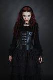 Κορίτσι Goth με μια κόκκινη τρίχα Στοκ φωτογραφίες με δικαίωμα ελεύθερης χρήσης