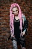 Κορίτσι Hipster με τα dreadlocks στοκ εικόνα