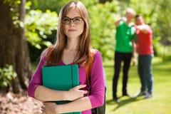 Κορίτσι Nerd με το βιβλίο Στοκ εικόνες με δικαίωμα ελεύθερης χρήσης