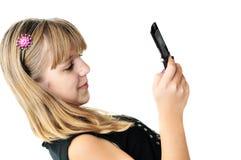 κορίτσι sms που δακτυλογ&rh Στοκ εικόνα με δικαίωμα ελεύθερης χρήσης