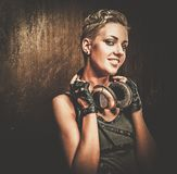 Κορίτσι Steampunk με τα ακουστικά Στοκ φωτογραφία με δικαίωμα ελεύθερης χρήσης