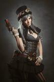 Κορίτσι Steampunk με το πυροβόλο Στοκ εικόνες με δικαίωμα ελεύθερης χρήσης