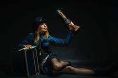 Κορίτσι Steampunk που οπλίζεται και επικίνδυνο Στοκ Φωτογραφίες