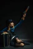Κορίτσι Steampunk που οπλίζεται και επικίνδυνο Στοκ εικόνες με δικαίωμα ελεύθερης χρήσης