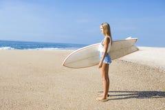 Κορίτσι Surfer στοκ φωτογραφίες