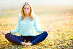 Κορίτσι Zen στοκ φωτογραφία με δικαίωμα ελεύθερης χρήσης