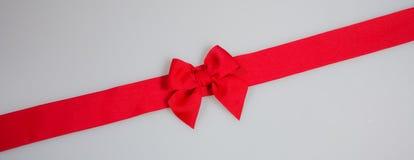 κορδέλλα ή κόκκινη κορδέλλα σε ένα υπόβαθρο Στοκ φωτογραφία με δικαίωμα ελεύθερης χρήσης