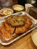 Κορεατική πίτσα Chan, τηγανίτα στην κορεατική αγορά με το δευτερεύον πιάτο στοκ εικόνες