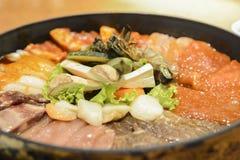 Κορεατική σχάρα σχαρών κουζίνας που τίθεται στο ύφος τροφίμων της Κορέας στοκ εικόνες