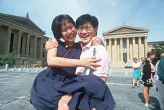 Κορεατικός-αμερικανικό ζεύγος στο μουσείο της Φιλαδέλφειας Στοκ εικόνες με δικαίωμα ελεύθερης χρήσης