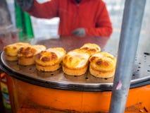 Κορεατικό πρόχειρο φαγητό τροφίμων οδών ψωμιού αυγών, κέικ αυγών, τυρί που είναι γνωστό επίσης ως gyeran-ppang, βριαλμένος στη Σε Στοκ Φωτογραφία