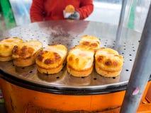 Κορεατικό πρόχειρο φαγητό τροφίμων οδών ψωμιού αυγών, κέικ αυγών, τυρί που είναι γνωστό επίσης ως gyeran-ppang, βριαλμένος στη Σε Στοκ φωτογραφία με δικαίωμα ελεύθερης χρήσης