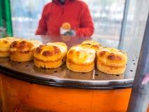 Κορεατικό πρόχειρο φαγητό τροφίμων οδών ψωμιού αυγών, κέικ αυγών, τυρί που είναι γνωστό επίσης ως gyeran-ppang, βριαλμένος στη Σε Στοκ Εικόνες