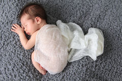 κοριτσάκι νεογέννητο στοκ εικόνα με δικαίωμα ελεύθερης χρήσης