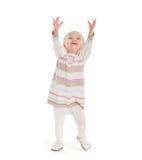 Κοριτσάκι που σηκώνει για να πάρει κάτι Στοκ εικόνα με δικαίωμα ελεύθερης χρήσης