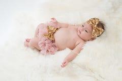 Κοριτσάκι που φορά ρόδινο Bloomers Στοκ Εικόνες
