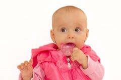 Κοριτσάκι το teether, που απομονώνεται με Στοκ εικόνα με δικαίωμα ελεύθερης χρήσης