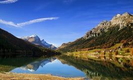κορσικανικά βουνά βουνών λιμνών λάκκας creno de Γαλλία της Κορσικής