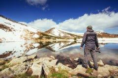 κορσικανικά βουνά βουνών λιμνών λάκκας creno de Γαλλία της Κορσικής Ουρανός που απεικονίζεται στο νερό Στοκ φωτογραφίες με δικαίωμα ελεύθερης χρήσης
