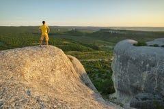 κορυφή βουνών ατόμων εννοιολογικού σχεδίου στοκ φωτογραφία