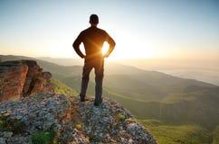 κορυφή βουνών ατόμων εννοιολογικού σχεδίου στοκ εικόνες