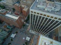 Κορυφή κάτω από την άποψη των κτηρίων σε στο κέντρο της πόλης Raleigh, NC στοκ φωτογραφία με δικαίωμα ελεύθερης χρήσης