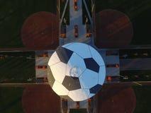 Κορυφή κάτω από την εναέρια εικόνα του πύργου νερού που χρωματίζεται ως αθλητισμός Complexl, Ripon Καλιφόρνια ενός ποδοσφαίρου σφ στοκ εικόνες