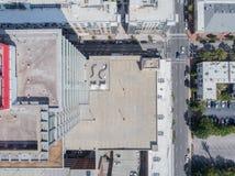 Κορυφή κάτω από τον κηφήνα ακόμα των στεγών στην πόλη Raleigh, NC στοκ εικόνες με δικαίωμα ελεύθερης χρήσης