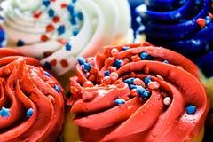 Κορυφή κινηματογραφήσεων σε πρώτο πλάνο των cupcakes - έννοια εορτασμού Στοκ φωτογραφίες με δικαίωμα ελεύθερης χρήσης
