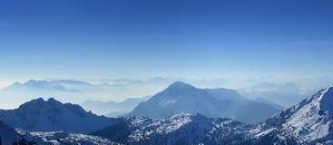 κορυφή πανοράματος βουνών Στοκ Φωτογραφία