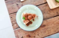 Κορυφή της πίτας banoffee με τις μπανάνες, κτυπημένη κρέμα, σοκολάτα, coff στοκ φωτογραφία με δικαίωμα ελεύθερης χρήσης