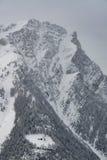 Κορυφή του βουνού με το μόνο σπίτι Στοκ Εικόνες