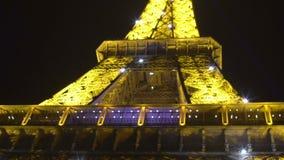 Κορυφή του φωτισμού πύργων του Άιφελ τη νύχτα, ρομαντική νύχτα στο Παρίσι, ορόσημο απόθεμα βίντεο