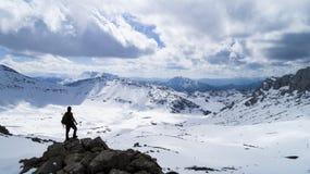 κορυφή των βουνών, της επιτυχίας στόχου και του καθορισμένου προσώπου Στοκ Φωτογραφία