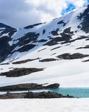 Κορυφή χιονιού, πάγου και βουνών το καλοκαίρι στη Νορβηγία Στοκ φωτογραφία με δικαίωμα ελεύθερης χρήσης