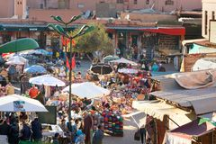 Κορυφή wiew στην οδό στο medina Μαρακές Μαρόκο Στοκ Εικόνες