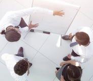 κορυφαία όψη εικόνα υποβάθρου ενός discussin επιχειρησιακών ομάδων Στοκ Εικόνες