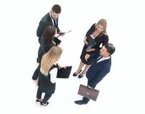 κορυφαία όψη Επιχειρησιακή ομάδα που συζητά τα έγγραφα εργασίας Στοκ Φωτογραφίες