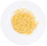 Κορυφαία όψη σχετικά με το υποζύγιο Al μακαρονιών στο πιάτο Στοκ Εικόνες