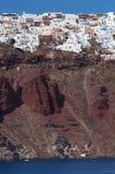 κορυφαίο χωριό thira santorini απότομ&omega στοκ εικόνα