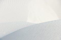 Κορυφογραμμές στην άσπρη άμμο Στοκ Φωτογραφία