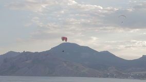 Κορυφογραμμή ανεμόπτερων που πετά στα ύψη, ανελκυστήρας κορυφογραμμών απόθεμα βίντεο